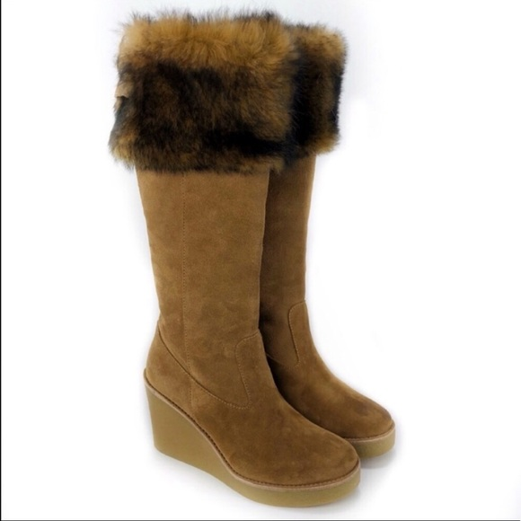 f44ea7f5f2d UGG Valberg Suede and Fur Boots! Size 8.5.